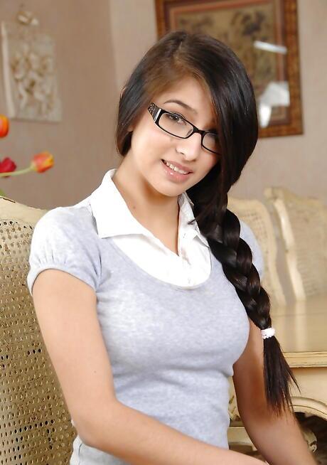 Schoolgirl Boobs Pictures