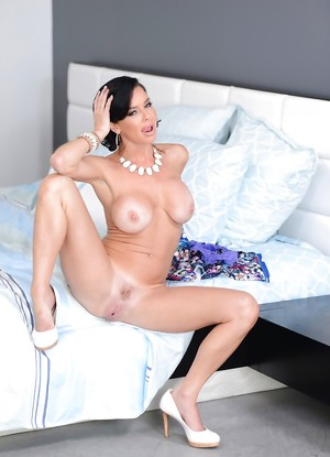 Mom Big Boobs Pictures